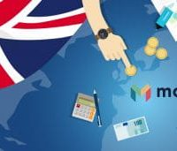Logo Monzo Di Samping Bendera Inggris Menyajikan Transaksi Uang