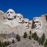 https://www.gambleonline.co/app/uploads/2021/03/800px-Mount_Rushmore_detail_view_100MP-1.jpg