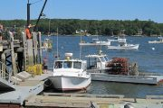 https://www.gambleonline.co/app/uploads/2021/05/640px-Fishing_wharf_Rockland_Maine-1.jpg